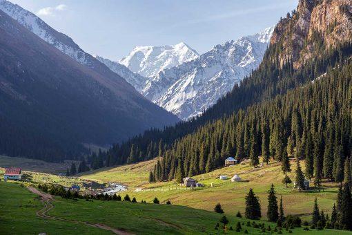 Vallee Altyn Arashan - Kirghizistan